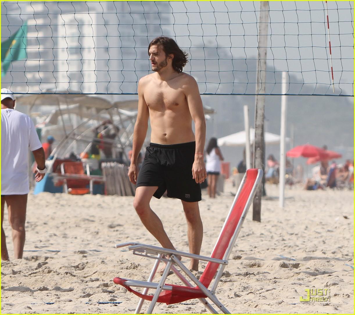 ashton kutcher beach volleyball 07