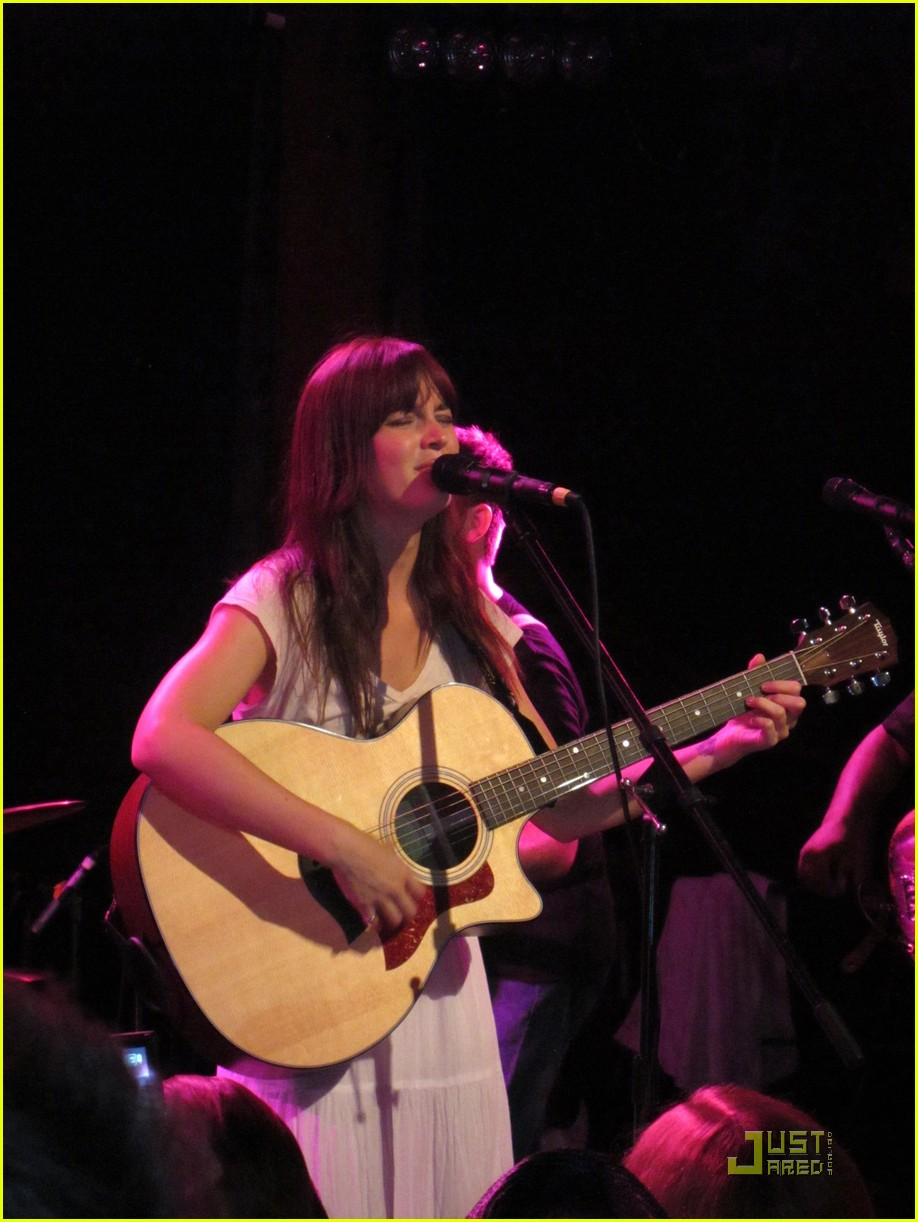 leighton meester california concert 03