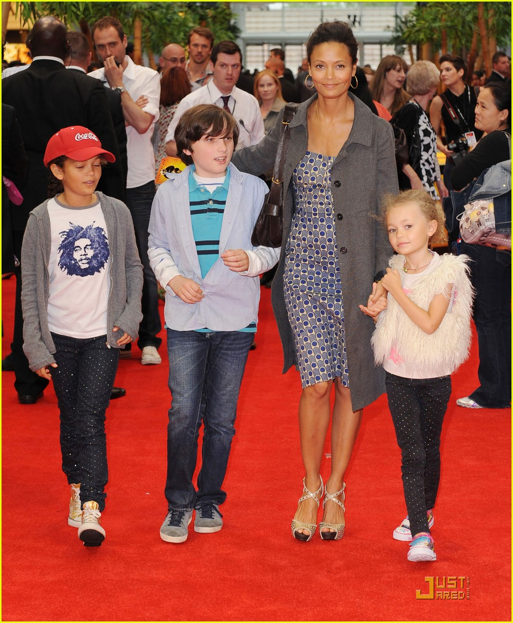 thandie newton kung fu panda 2 premiere with kids 08