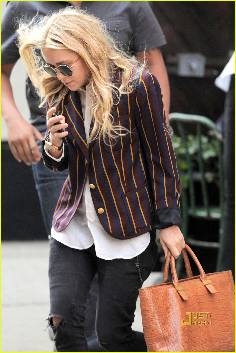 mary kate olsen striped blazer late lunch 05