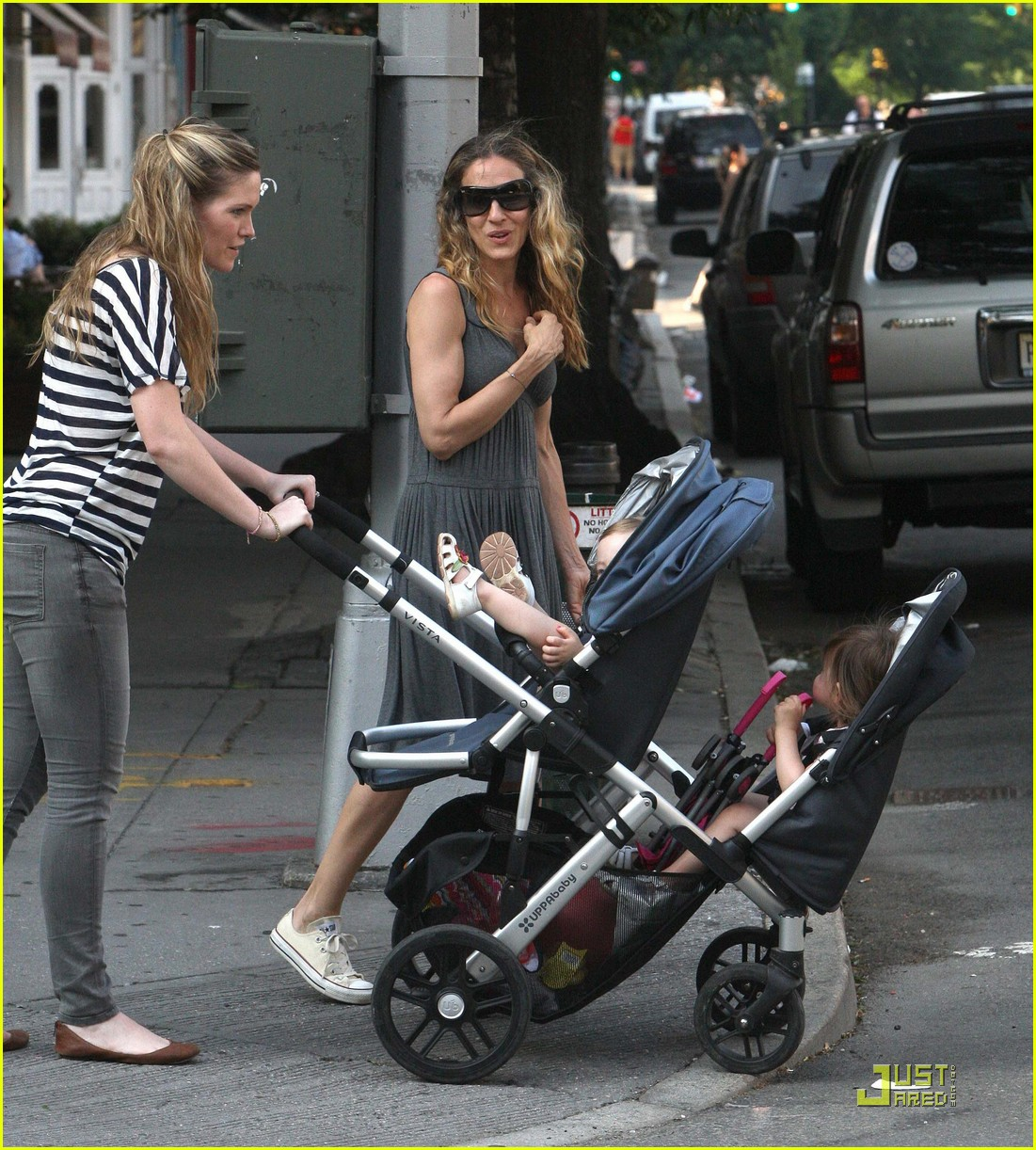 sarah jessica parker walking in the west village 052548599