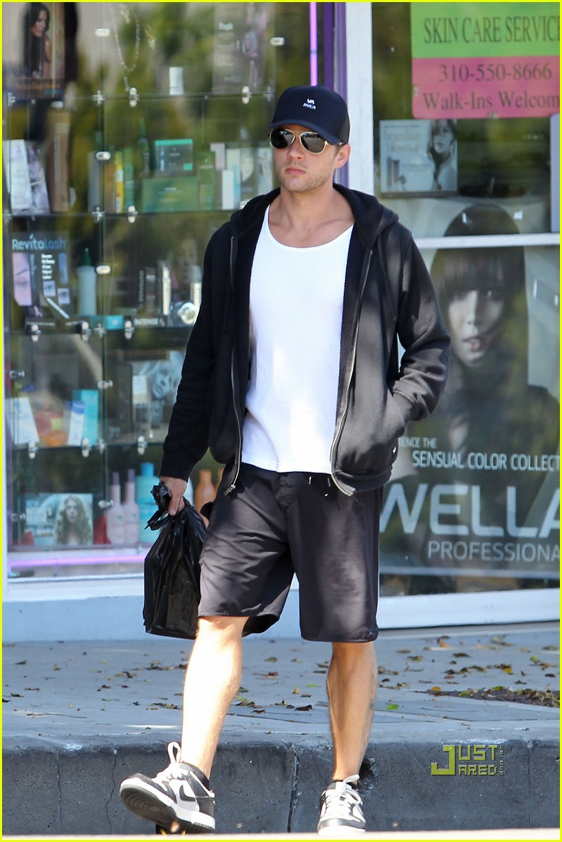 ryan phillippe memorial day dog walking breckin meyer 032548625