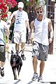 ryan phillippe memorial day dog walking breckin meyer 02