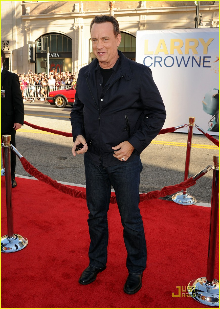 julia roberts larry crowne premiere with tom hanks 042555943