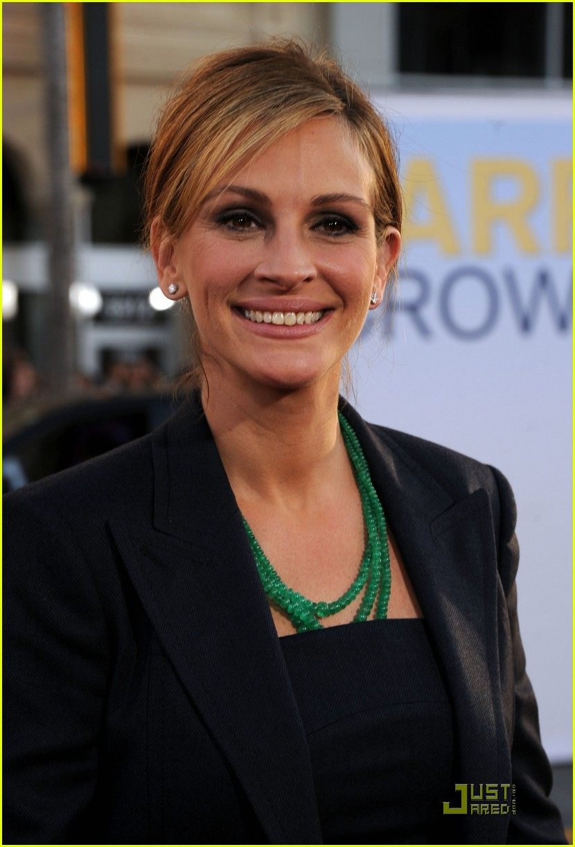julia roberts larry crowne premiere with tom hanks 09