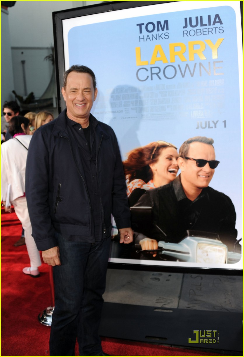 julia roberts larry crowne premiere with tom hanks 16