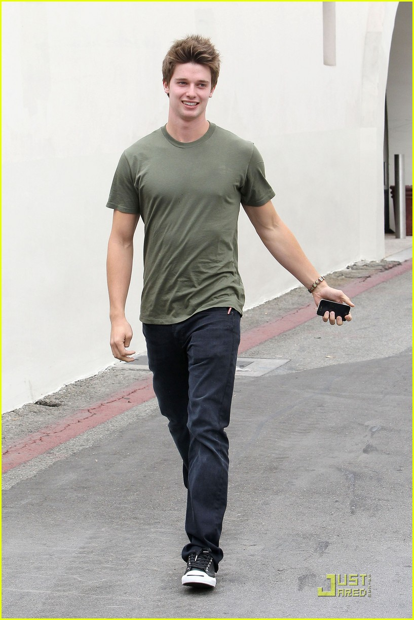 patrick schwarzenegger out lunch 01