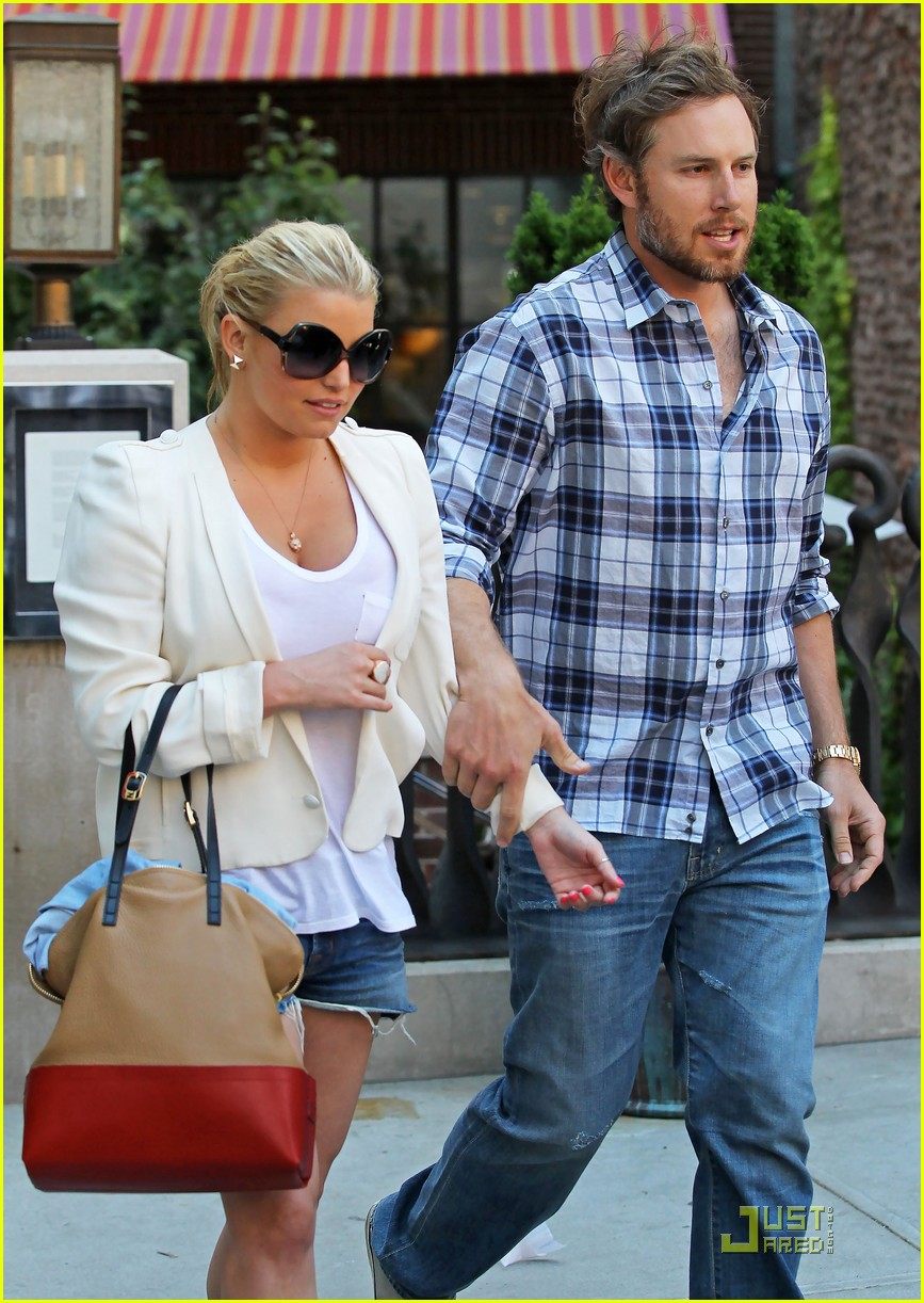 jessica simpson adopts eric johnsons dog 062549236