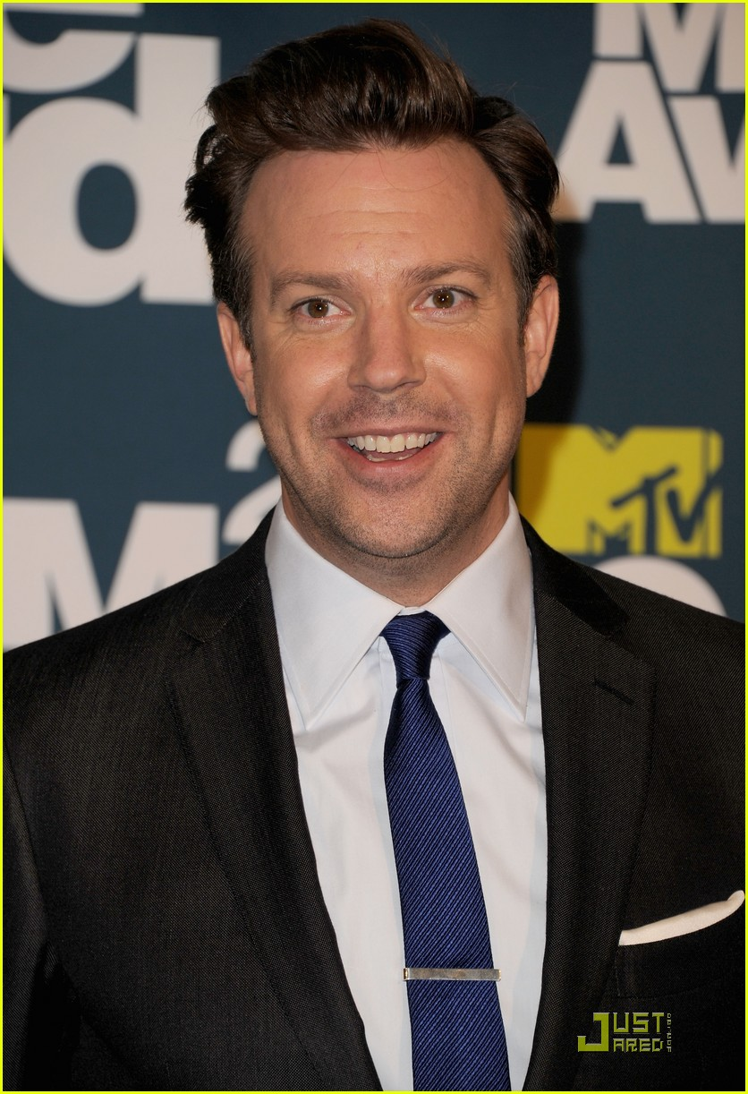 jason sudeikis introduces an opening short film 04