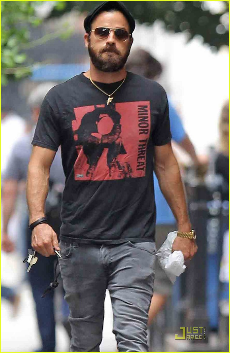 justin theroux nyc walk 01