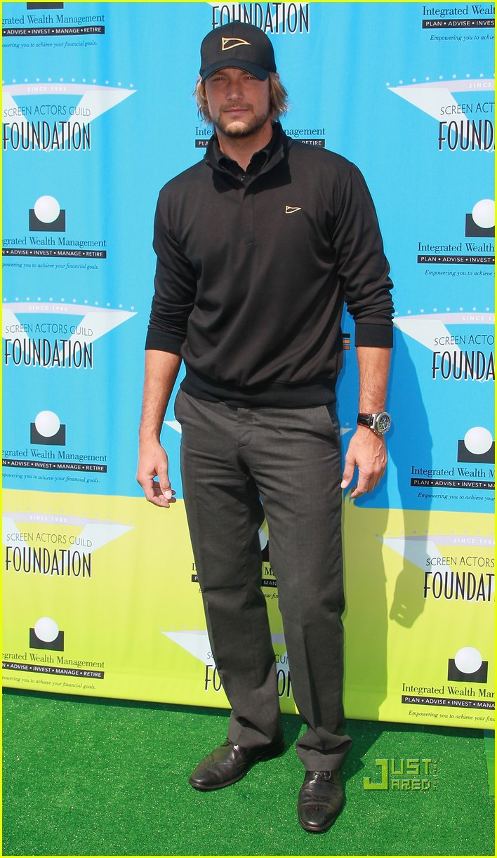 tom welling gabriel aubry sag foundation golf classic 01