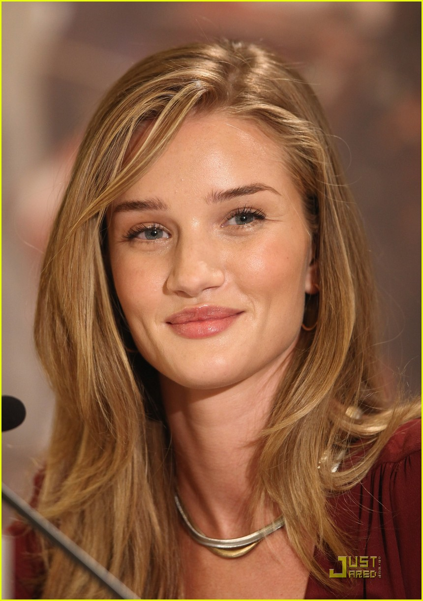 rosie huntington whiteley shia labeouf transformers berlin press conference 02