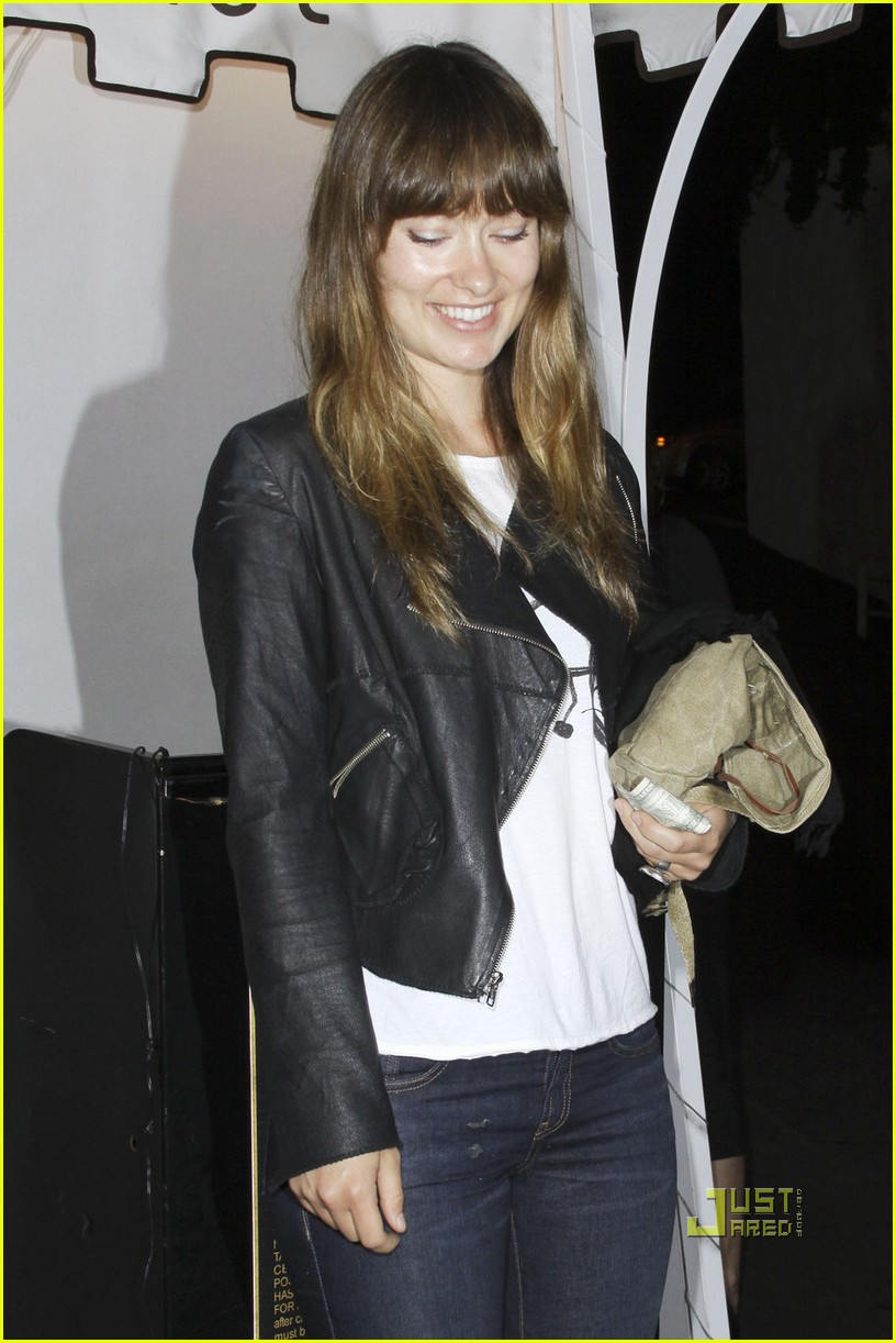 olivia wilde fresh faced party 01