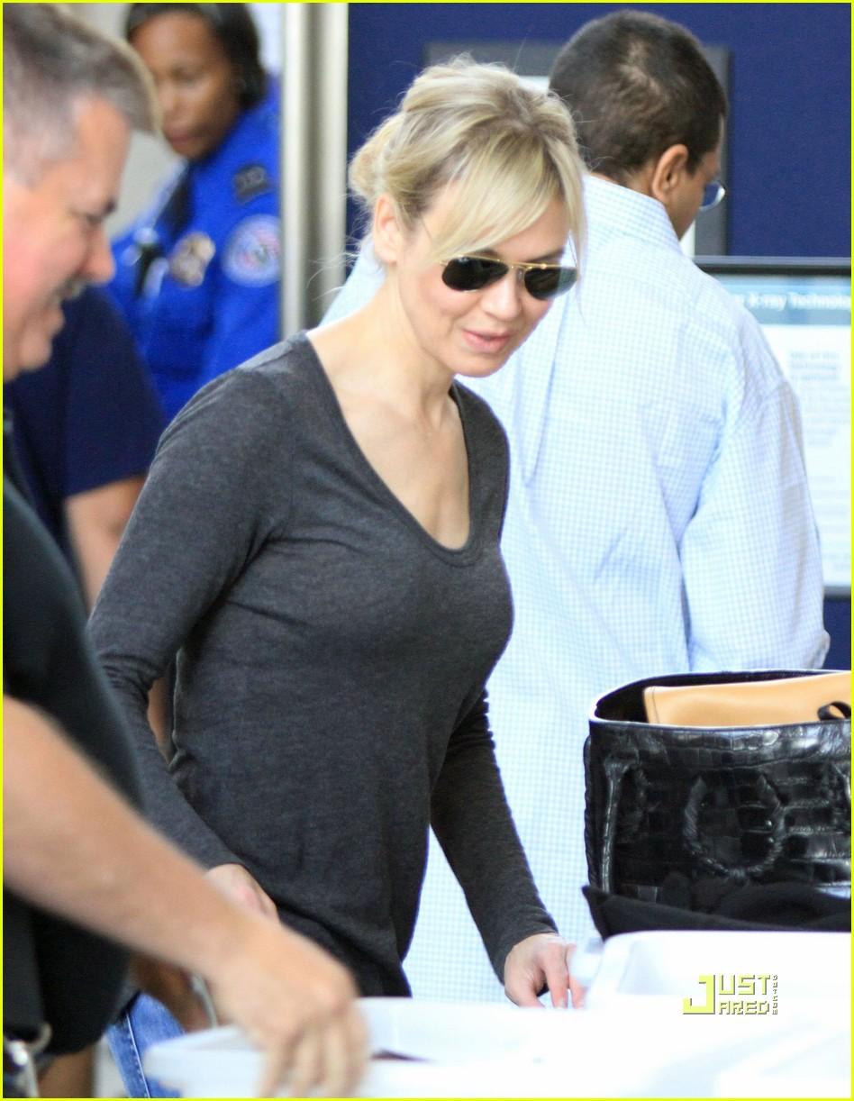 Renee Zellweger: Security Screening at LAX Renee Zellweger