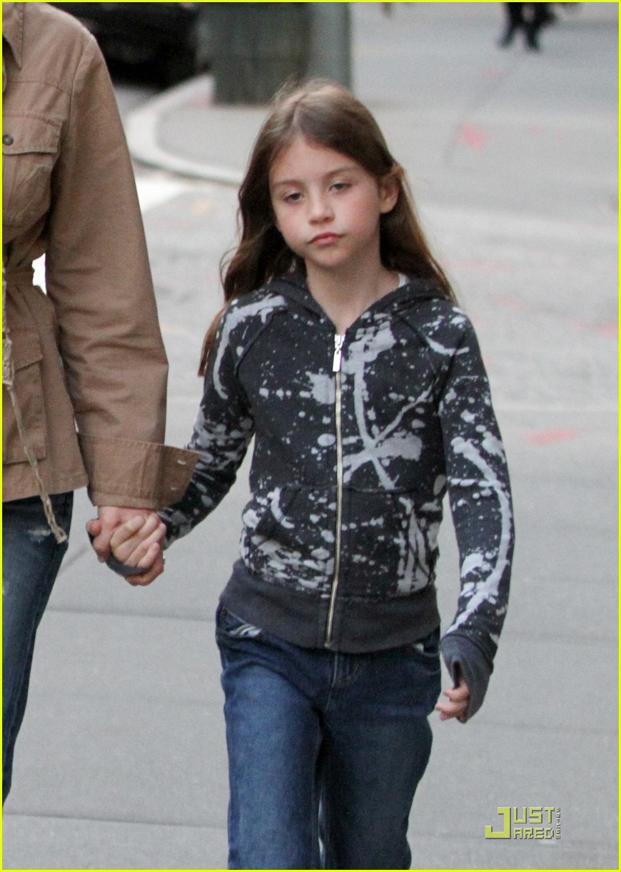 catherine zeta jones michael douglas family stroll 042552716