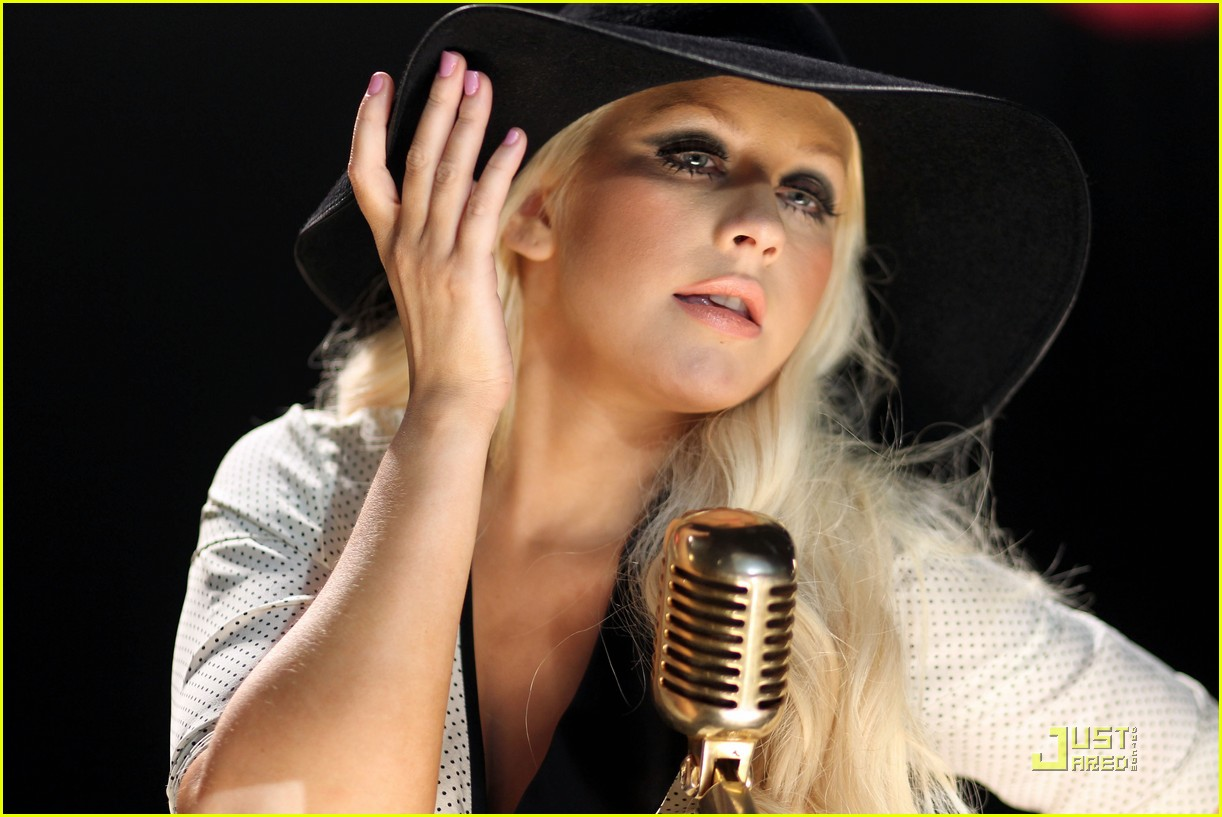 christina aguilera moves like jagger video shoot with adam levine 172559538
