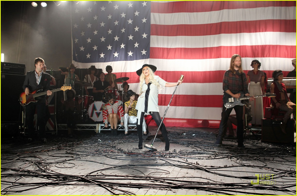 christina aguilera moves like jagger video shoot with adam levine 19