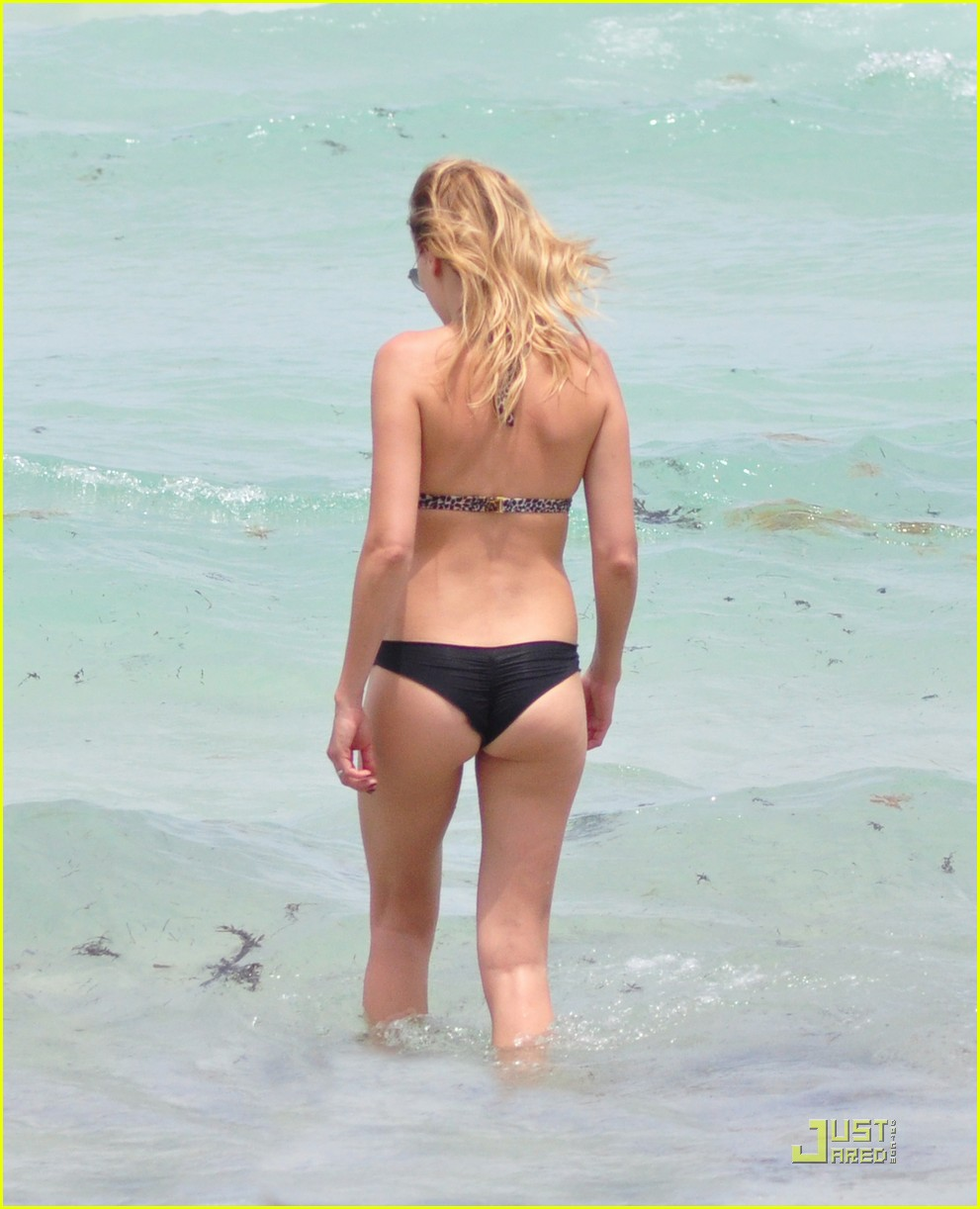 malin akerman bikini miami 04