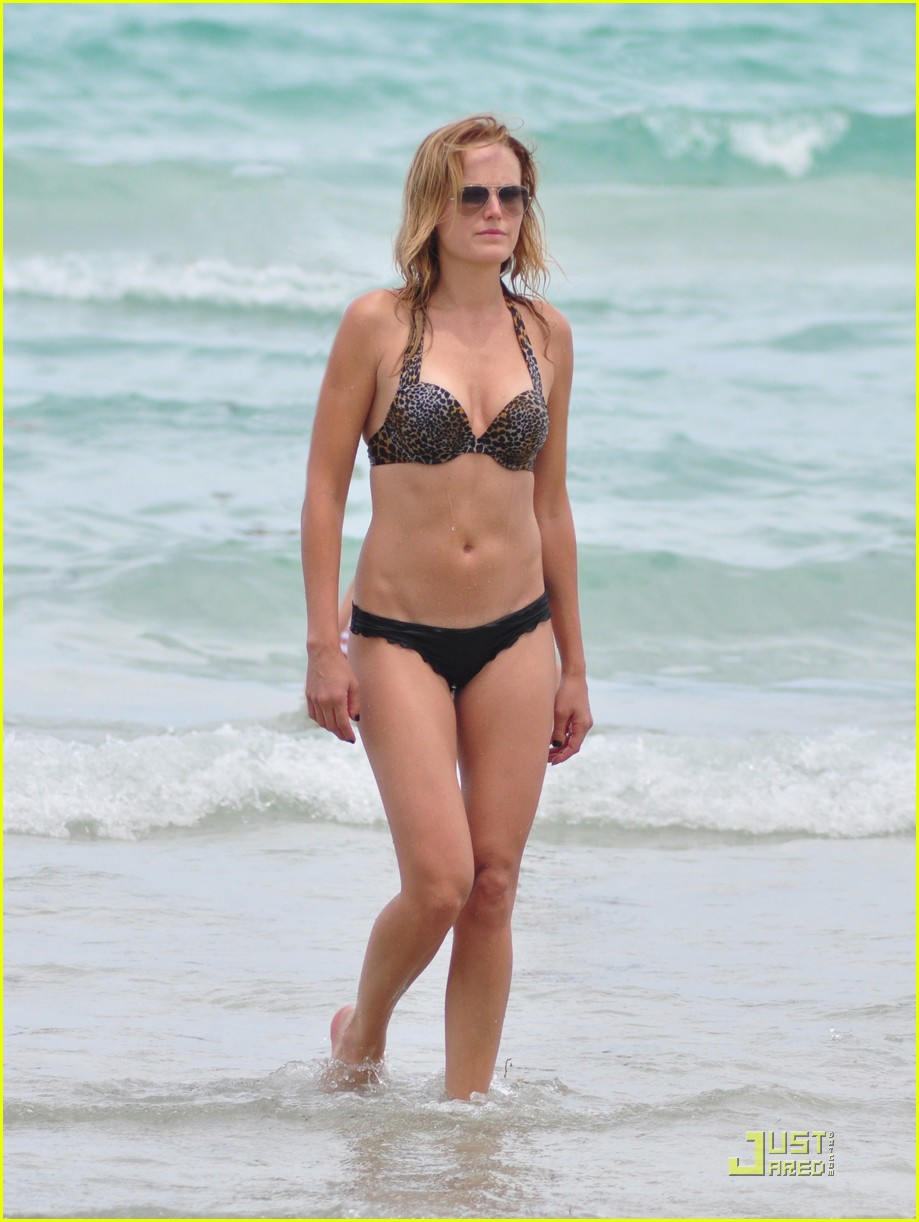 malin akerman bikini miami 12