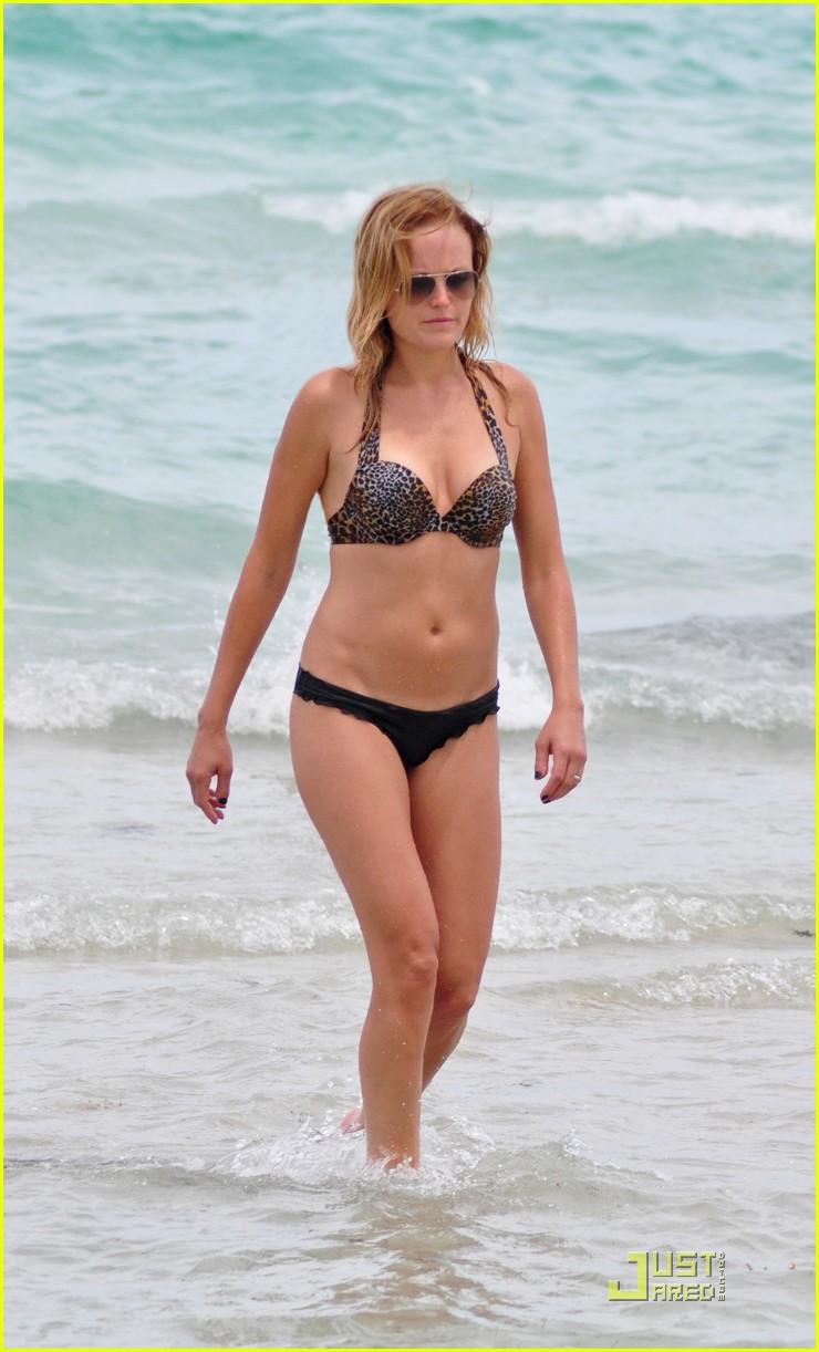 malin akerman bikini miami 13