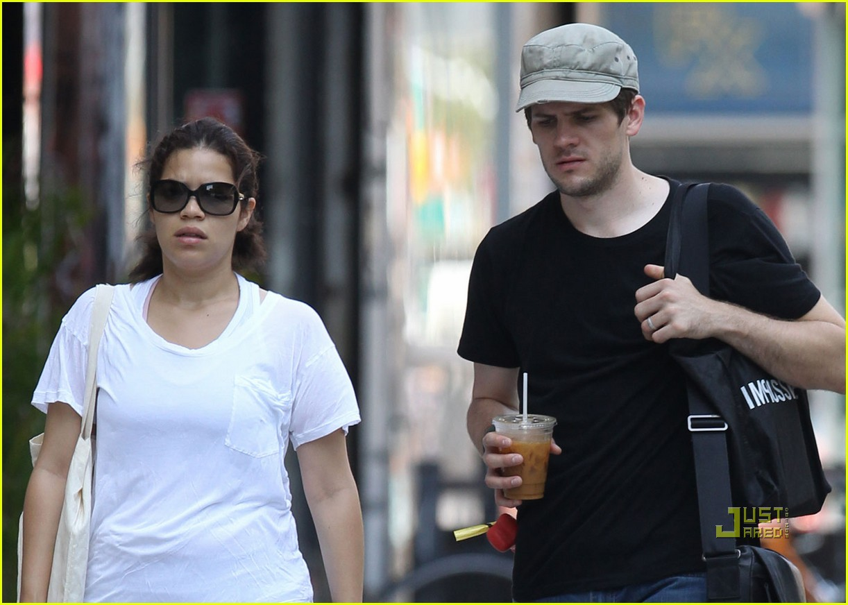 america ferrera ryan piers williams walking dog nyc 02