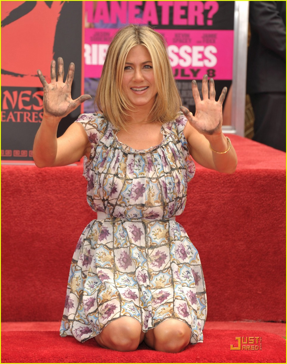 jennifer aniston handprint ceremony 012558512