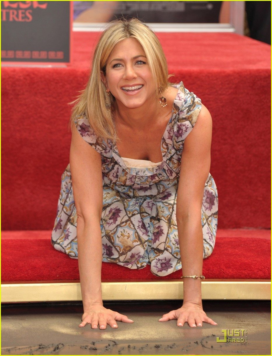 jennifer aniston handprint ceremony 05