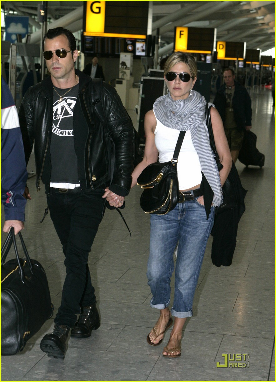 jennifer aniston justin theroux heathrow 04