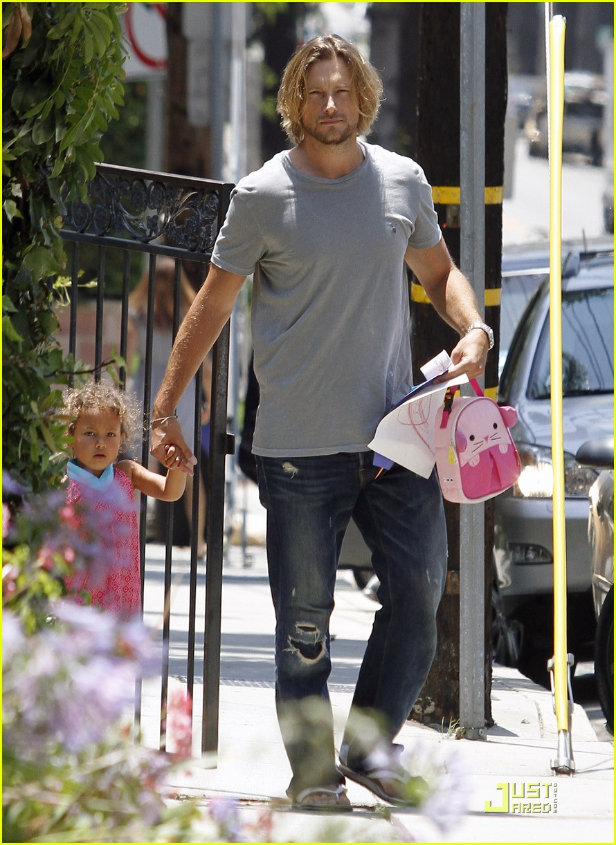 gabriel aubry gives nahla a lift 06