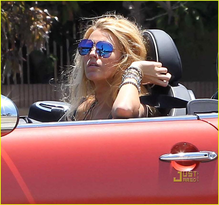 blake lively car savages 04