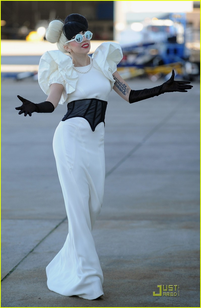 lady gaga arrives in australia 08