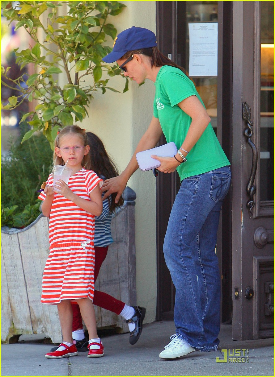 jennifer garner playdate with violet 09