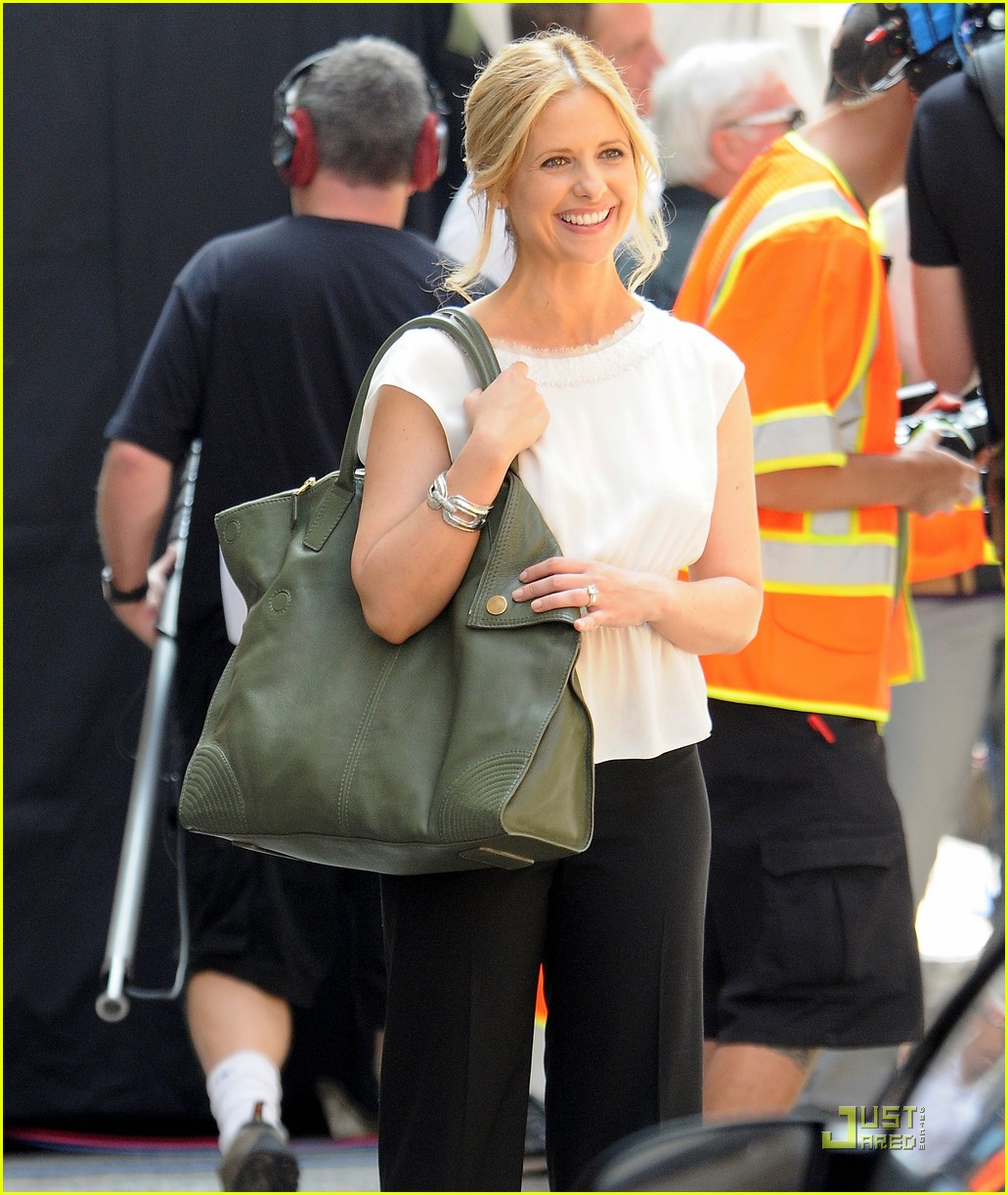 sarah michelle gellar works on the ringer 06