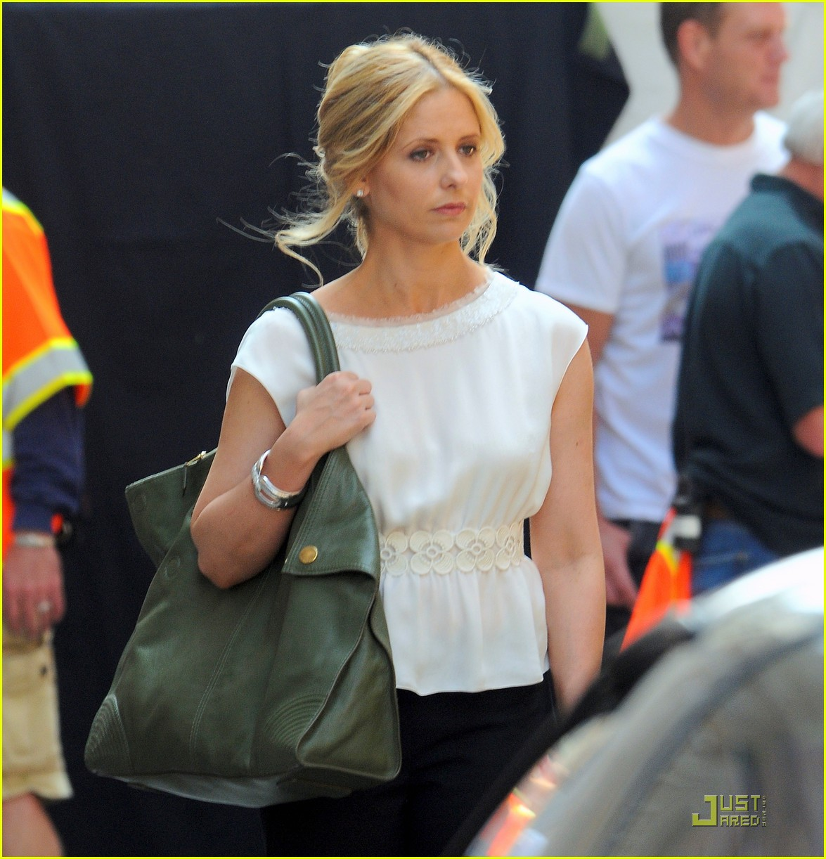 sarah michelle gellar works on the ringer 07