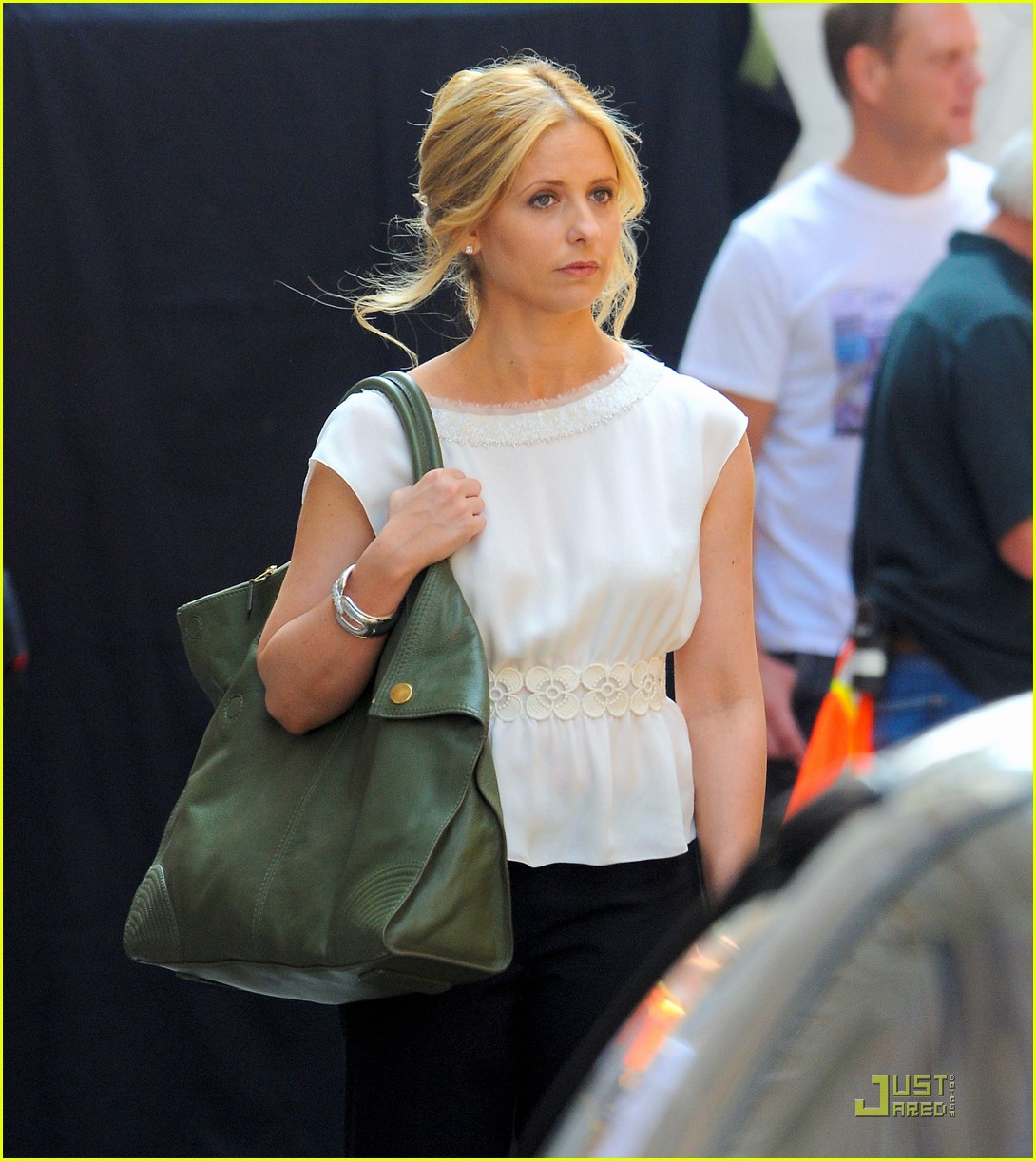 sarah michelle gellar works on the ringer 08