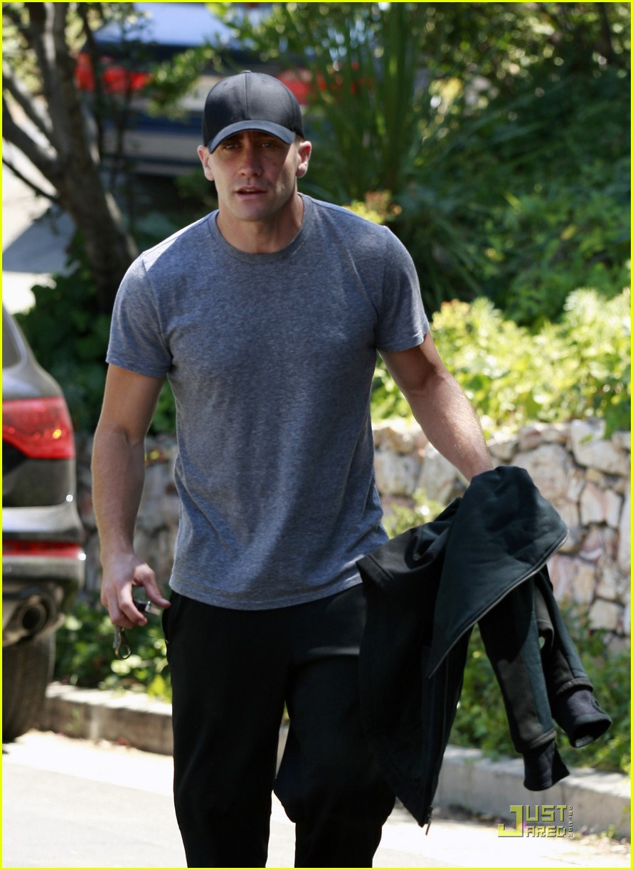 jake gyllenhaal los feliz workout 102564091