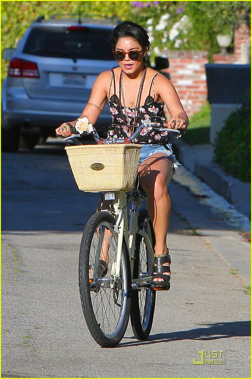 vanessa hudgens talks about her new haircut 042563571