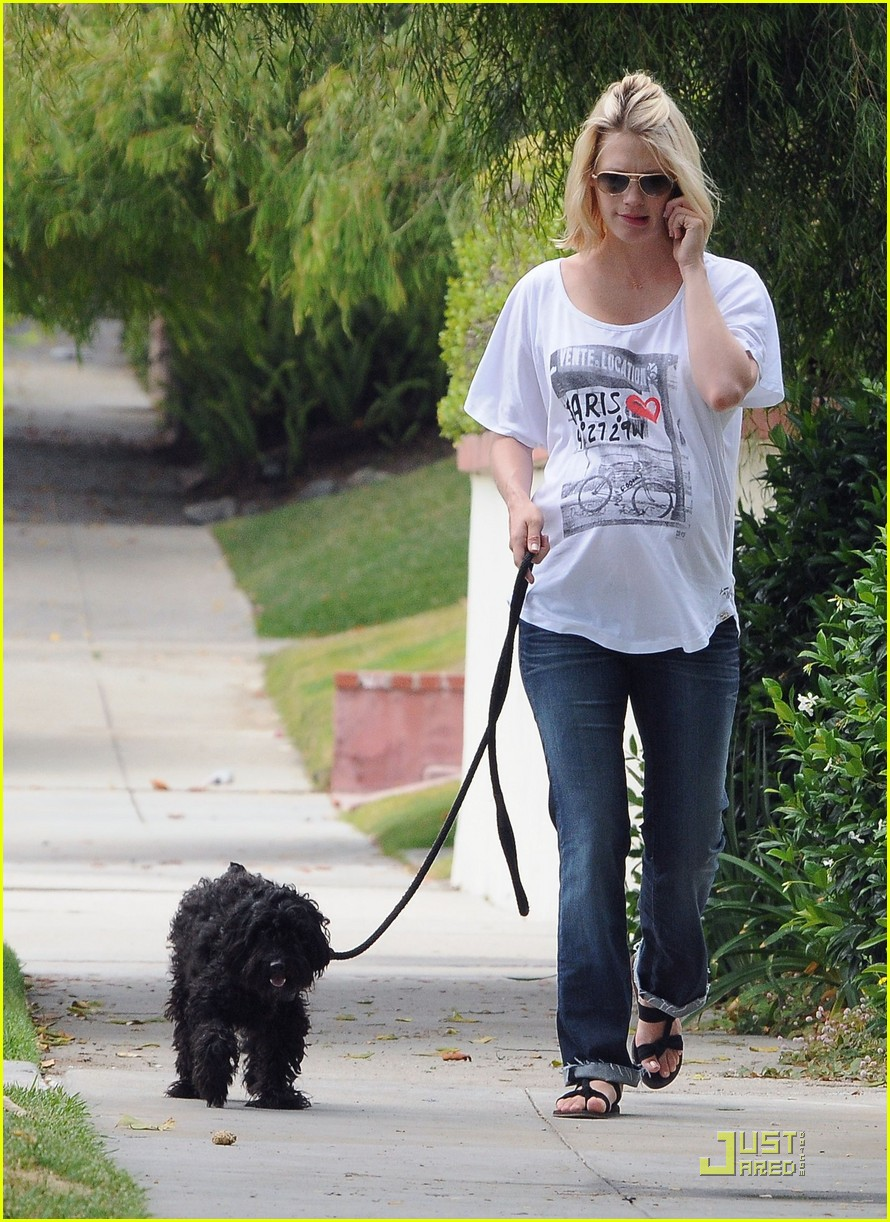 january jones walks dog 03