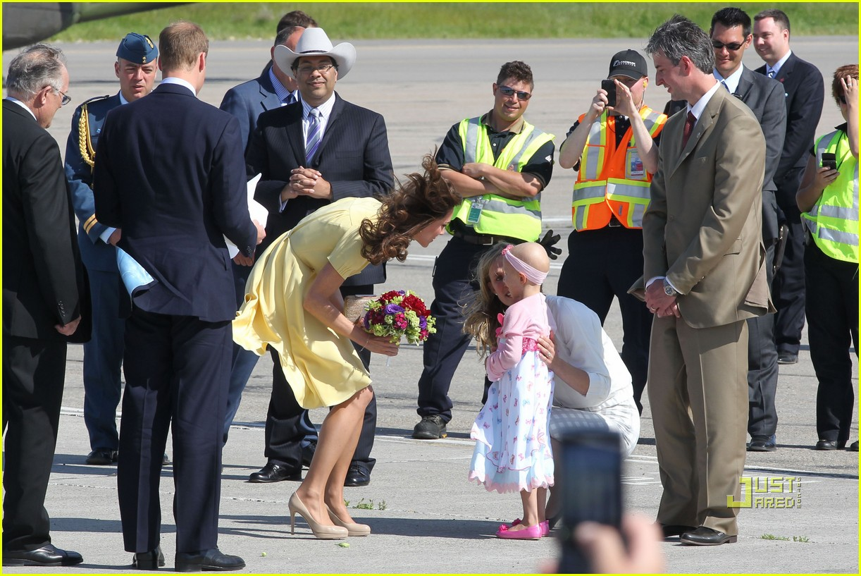 prince william kate calgary airport 11