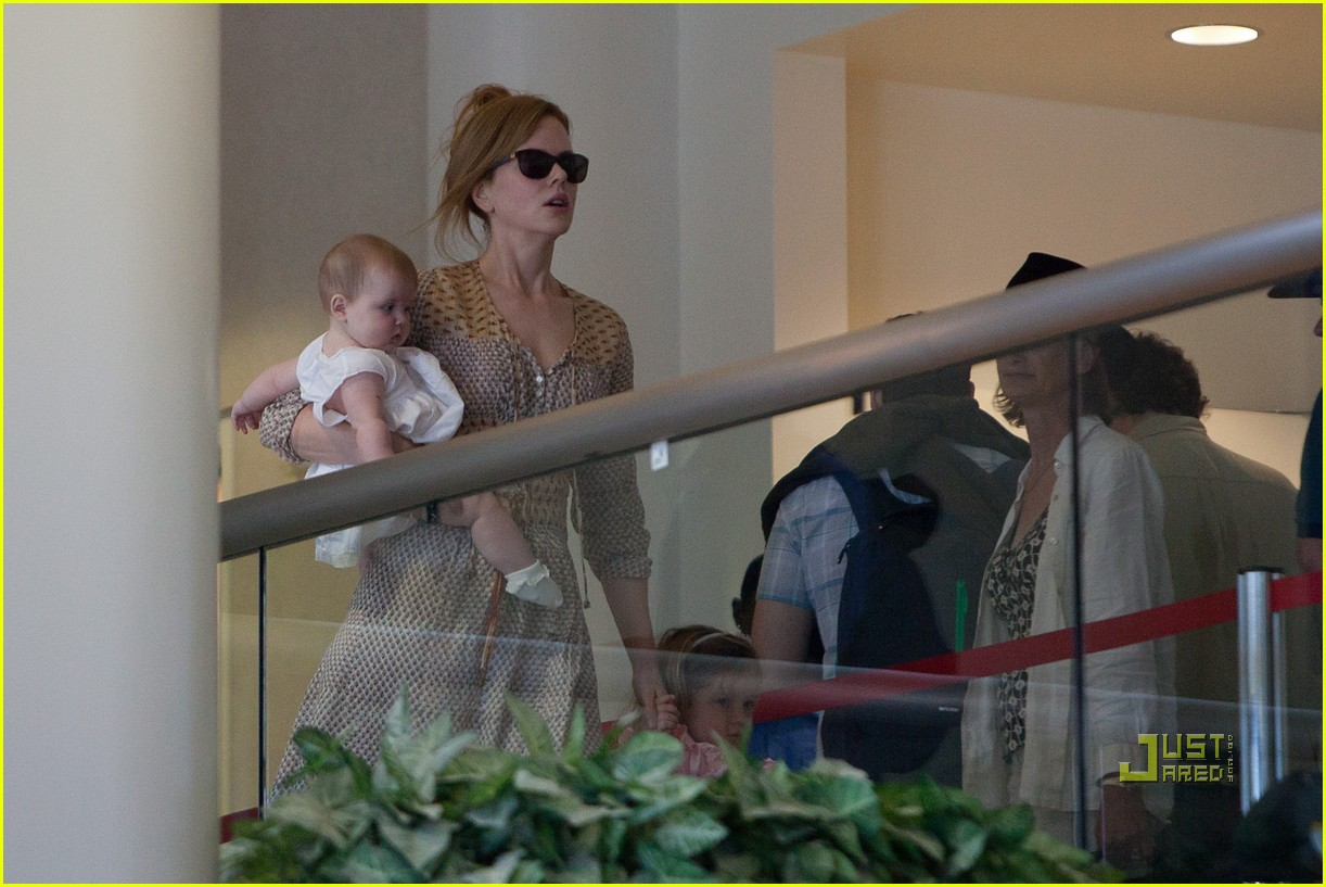nicole kidman sunday faith lax airport 02