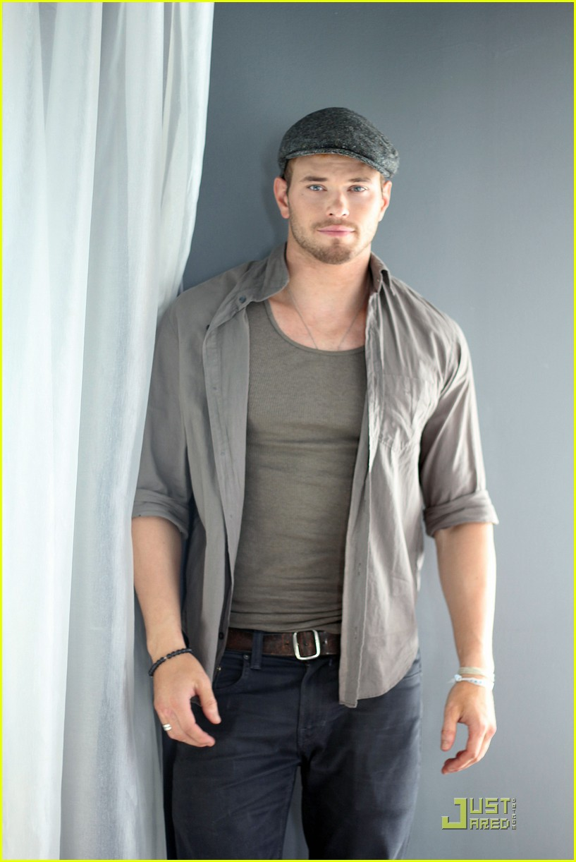 kellan lutz justjared exclusive interview 01