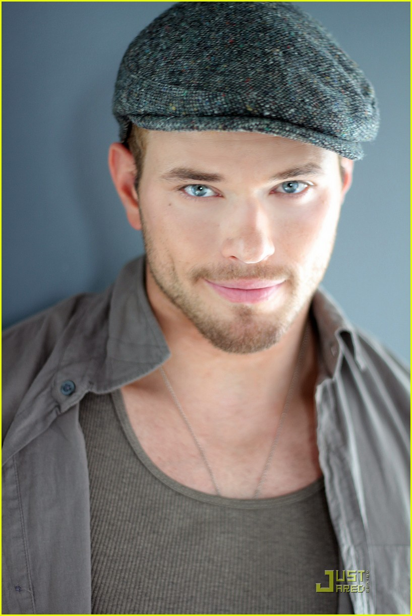 kellan lutz justjared exclusive interview 02