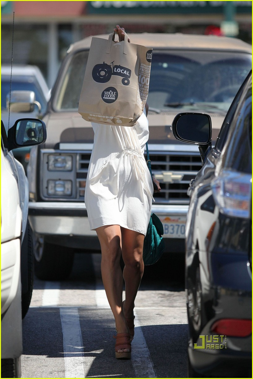eva mendes grocery shopping 04