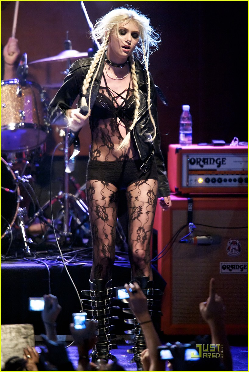 taylor momsen sala caracol with the pretty reckless 04