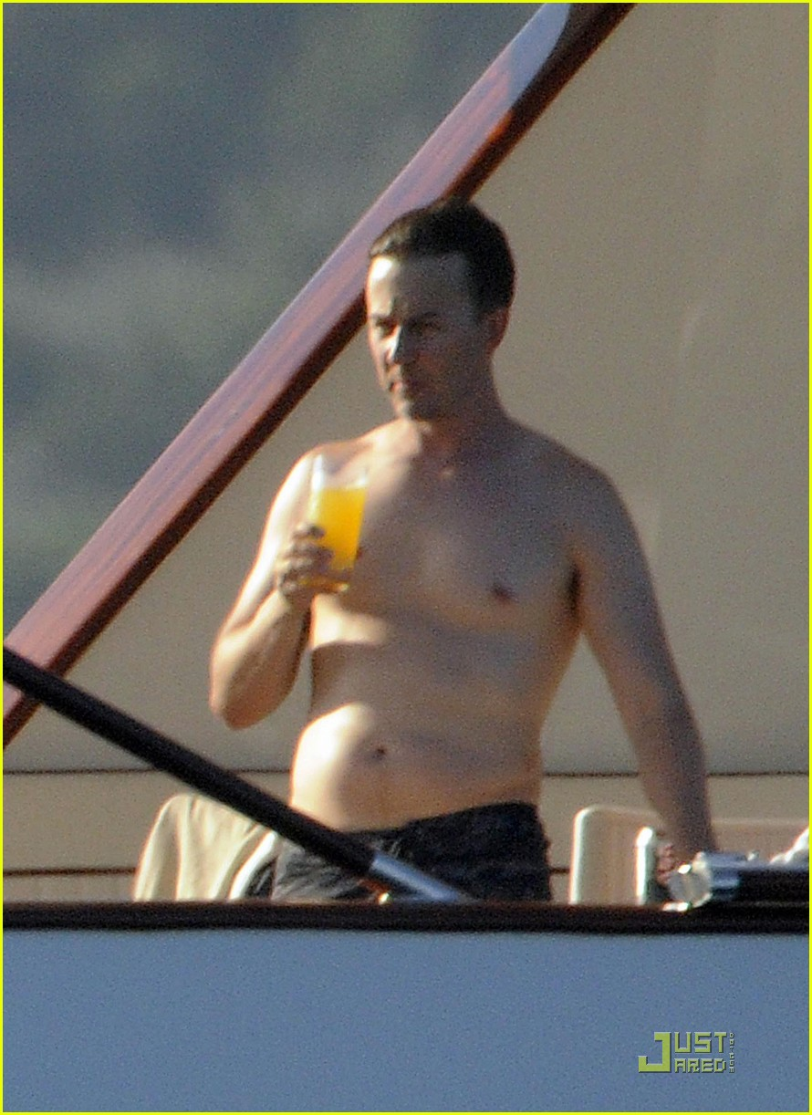 edward norton shirtless beach bod with shauna robertson 21