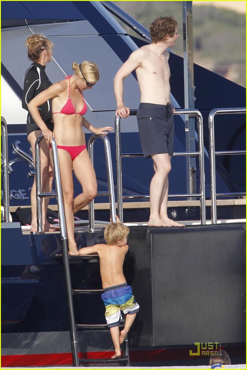 gwyneth paltrow bikini babe with apple moses 09