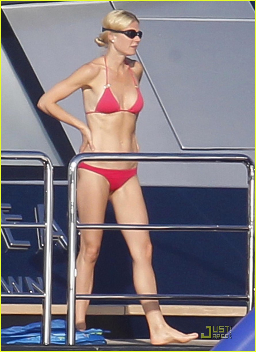 gwyneth paltrow bikini babe with apple moses 16