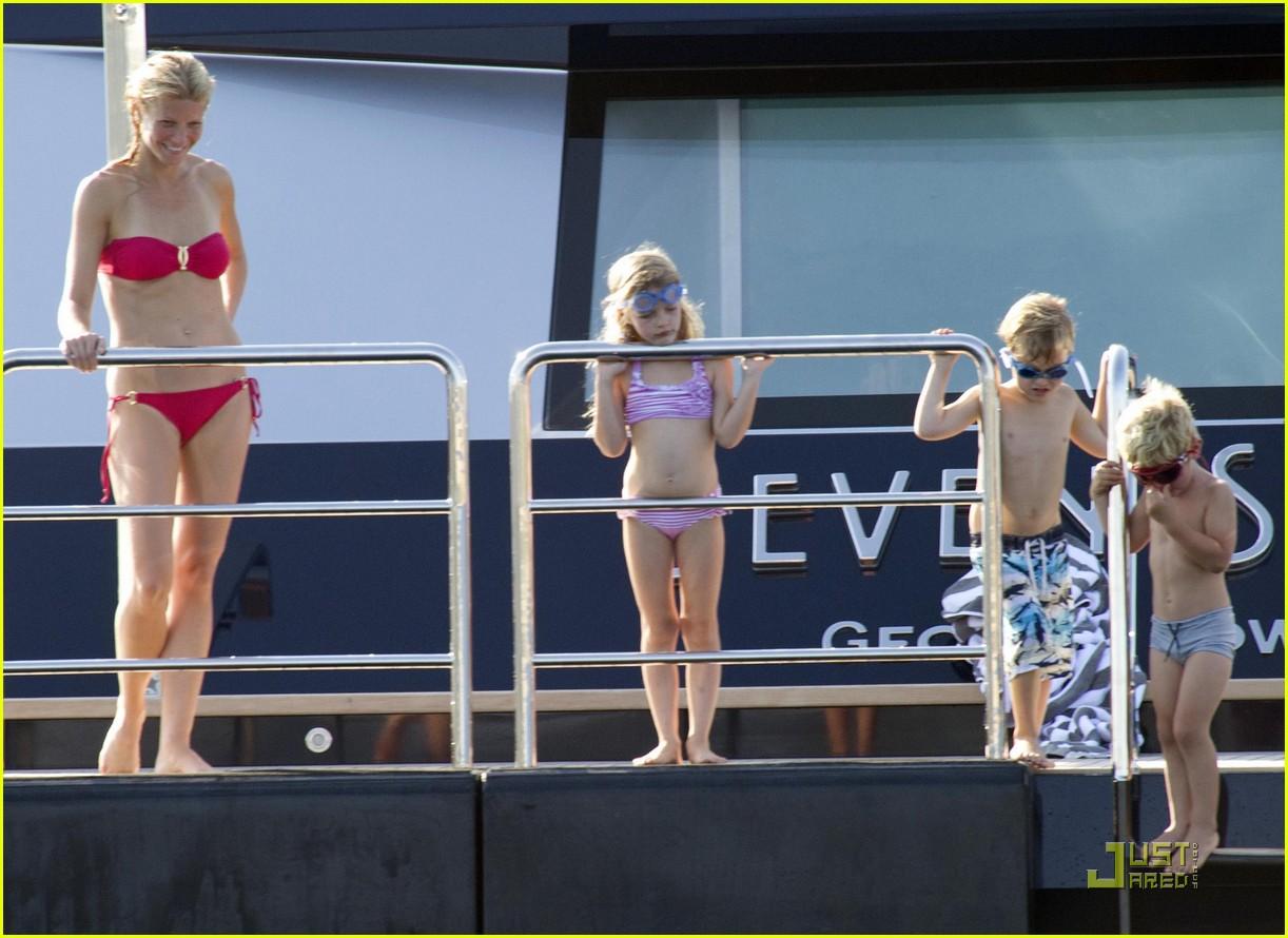 gwyneth paltrow bikini babe with apple moses 22
