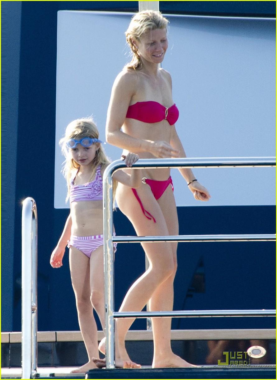gwyneth paltrow bikini babe with apple moses 24