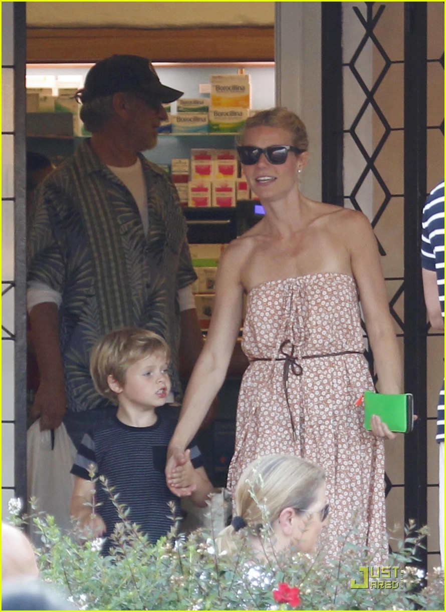 gwyneth paltrow apple moses vacation 14